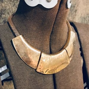 Gold tone thick collar necklace